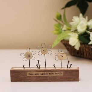 'Happiness Blooms' Small Flowers Wooden Scene